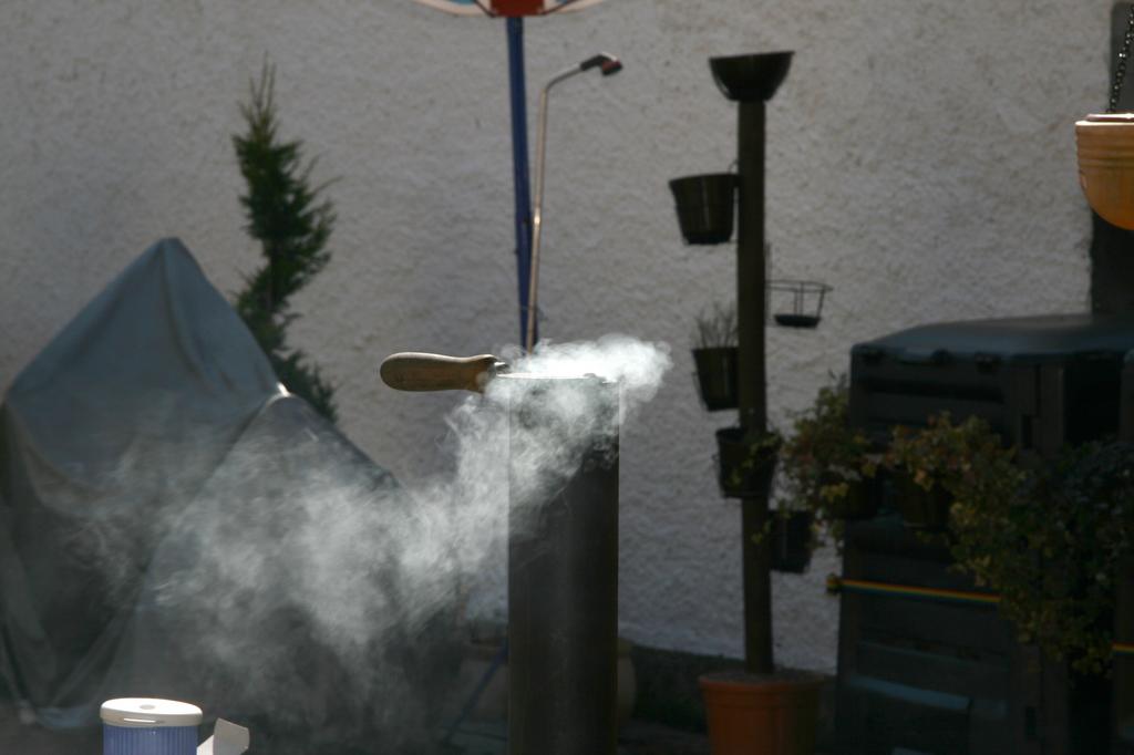 wie stark qualmt raucht ein gas grill smoker r ucherofen ect grillforum und bbq www. Black Bedroom Furniture Sets. Home Design Ideas