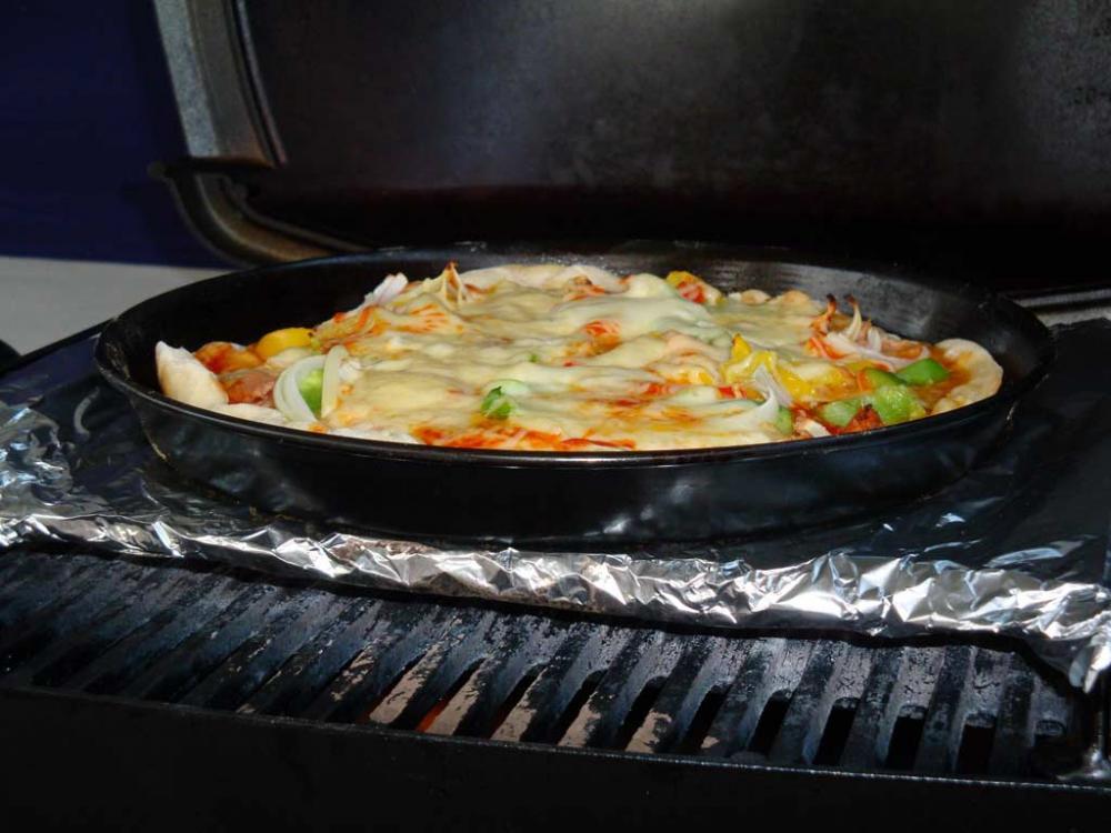 Es Geht Auch Ohne Pizzastein Pizza Auf Dem Q100 Grillforum Und