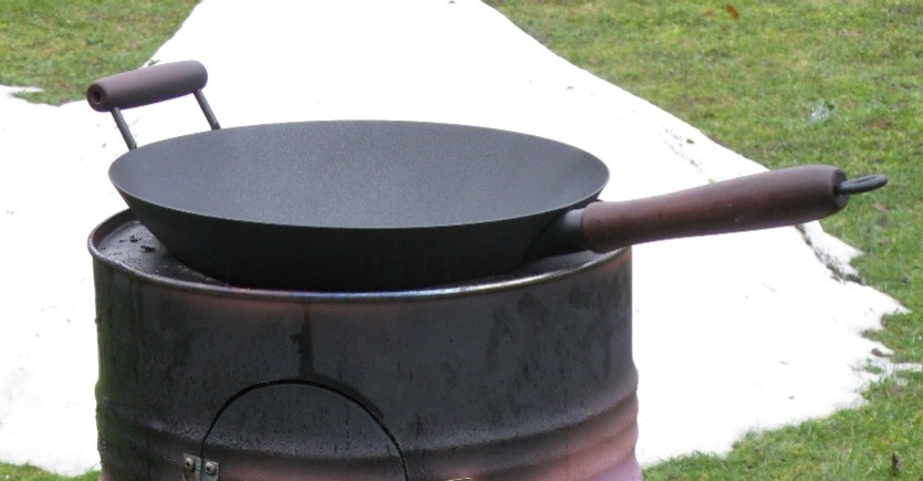 wok ber holz feuer grillforum und bbq. Black Bedroom Furniture Sets. Home Design Ideas