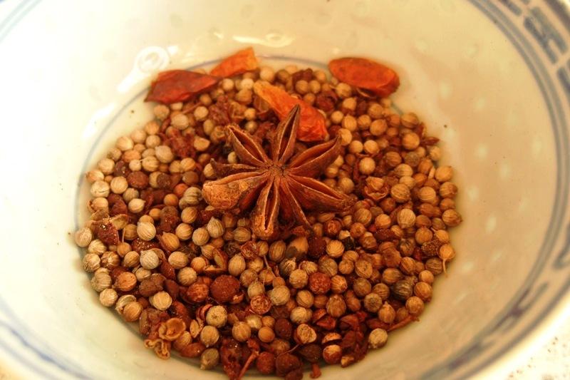 01 - Koriander, Pfeffer, Sichuanpfeffer, Chili, Sternanis.jpg