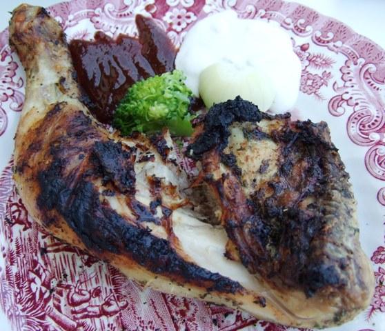 02 - Hähnchenschenkel mit BBQ, Zaziki.jpg