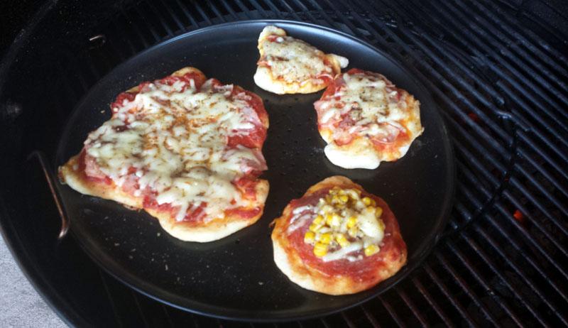 Pizza Ohne Stein In Der Kugel Grillforum Und Bbq Www