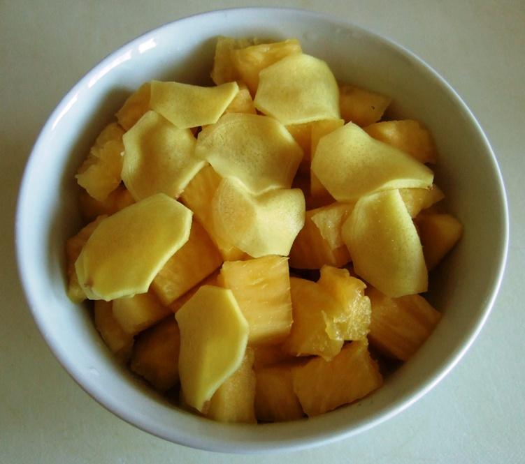 03 - frische Ananas und süße Ingwerscheiben geschnitten.jpg