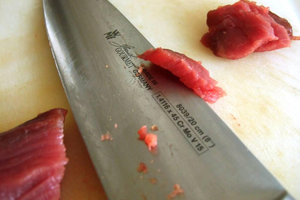 03 - Rinderfilet in dünne Scheiben schneiden.jpg