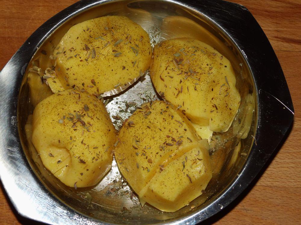 04_Fächerkartoffeln_mit_Kräutersalz_und_Thymian.jpg