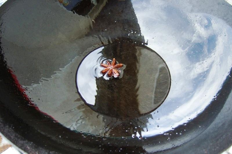 06 - mit Sternanis das Erdnußöl parfümieren.jpg