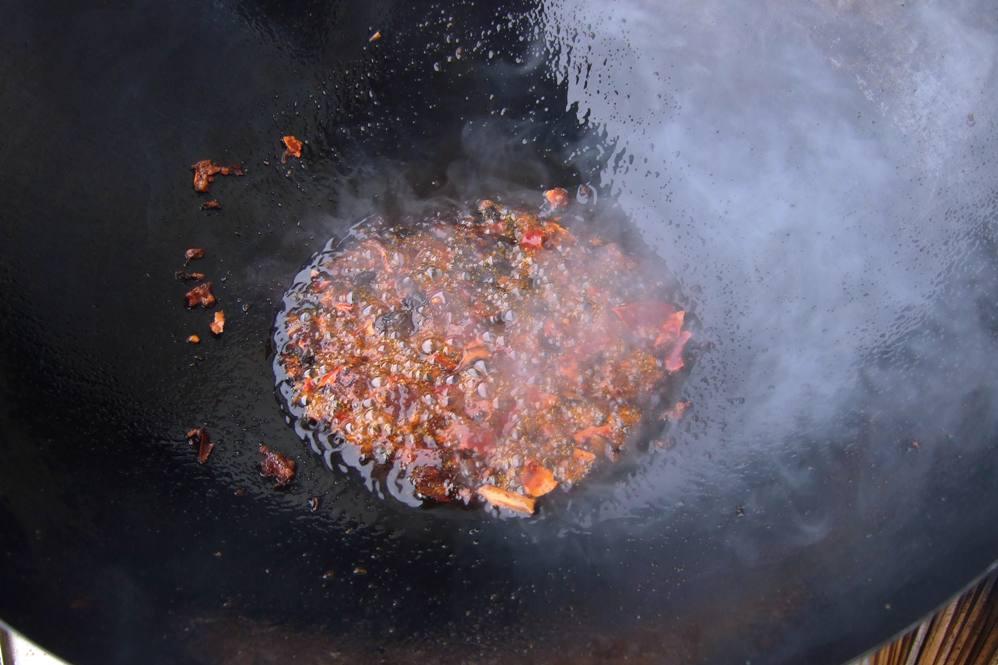 07 - Chilibohnenpaste und schwarze Bohnen anbraten.jpg