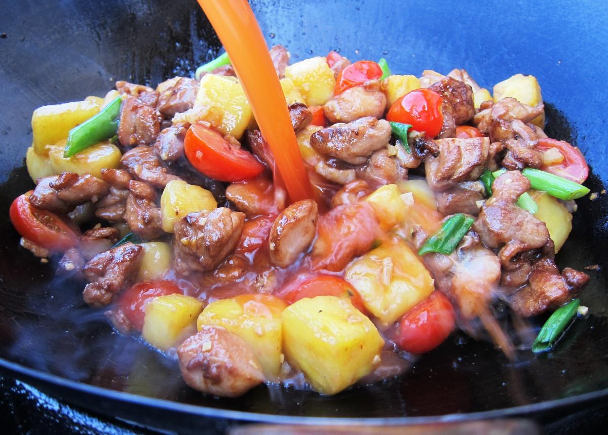 08 - Fleisch und Sauce dazu, dann Stärke.jpg