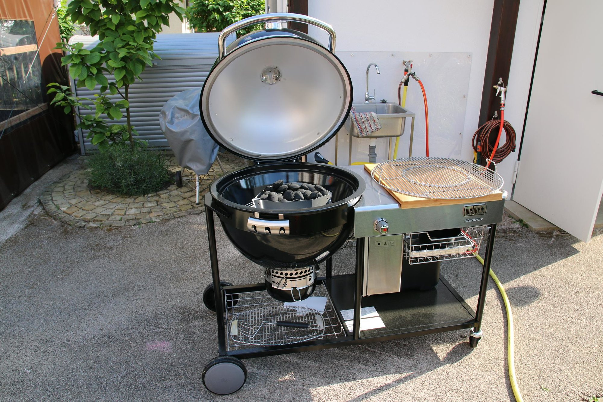 Weber Summit Charcoal Holzkohlegrill : Summit charcoal grill center youtube