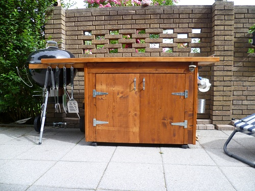 kreuzung aus grilltisch grillwagen grillschrank f r einen 57er weber kugelgrill ot. Black Bedroom Furniture Sets. Home Design Ideas