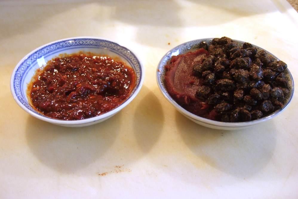 10 - Chilisauce + rote Bohnensauce mit schwarzen Bohnen.jpg