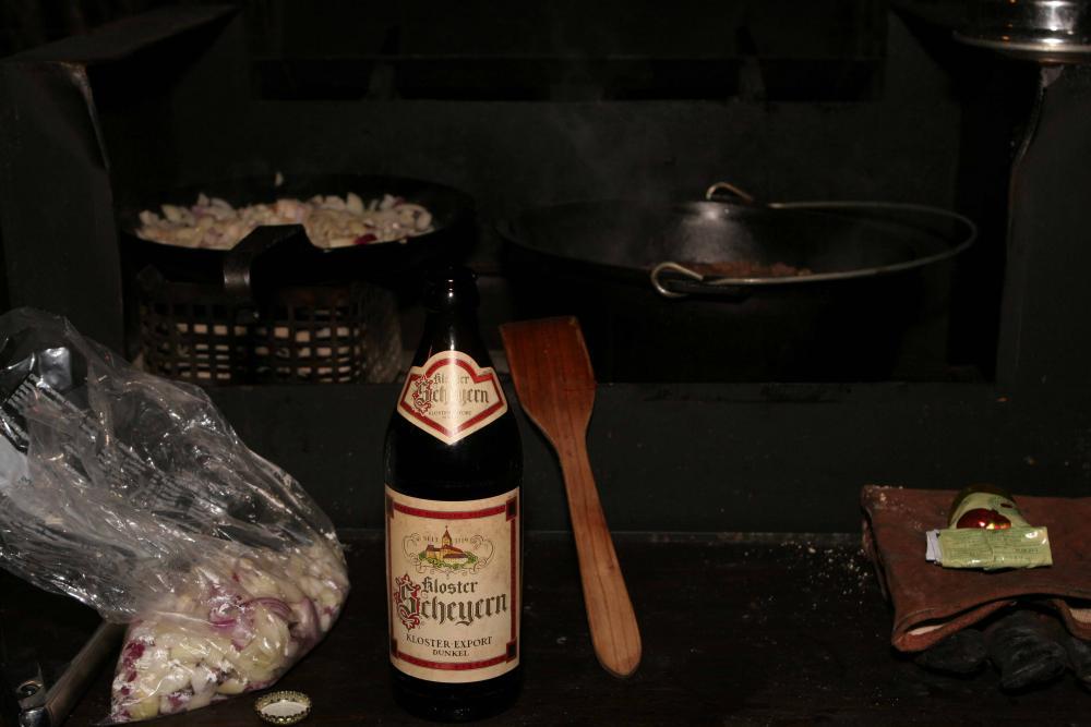 12 Fleisch mit dunklem Bier ablöschen.jpg