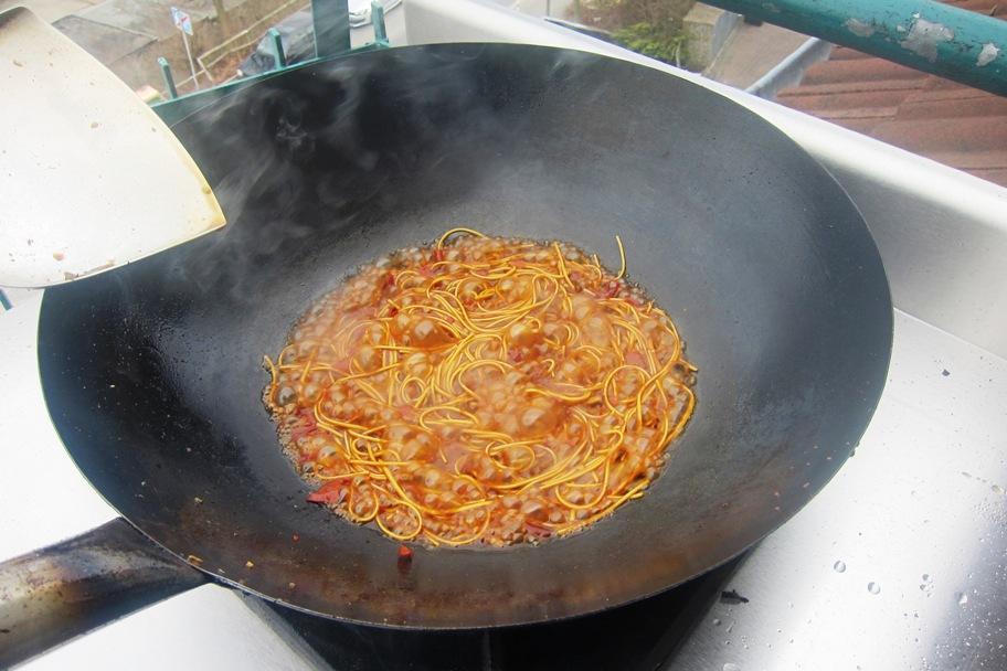 12 - Nudeln in der Sauce kochen.jpg