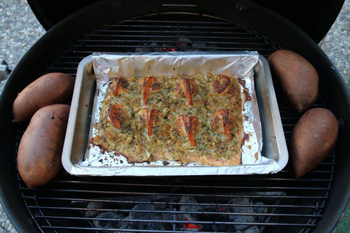 13 Lachs fertig auf Grill.JPG