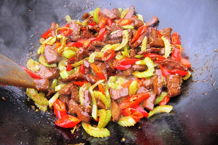 13 - Nudeln raus, Fleisch und Gemüse rein.jpg