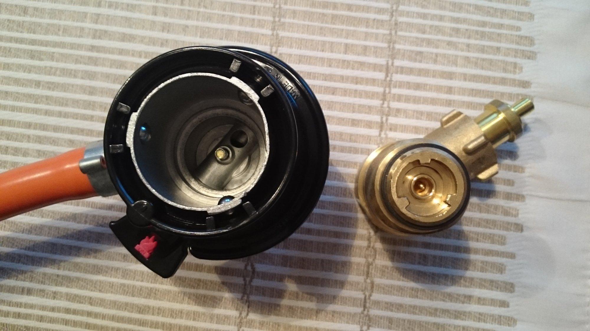 EU-Adapter #3 Druckminderer an Gasflasche A, P + D