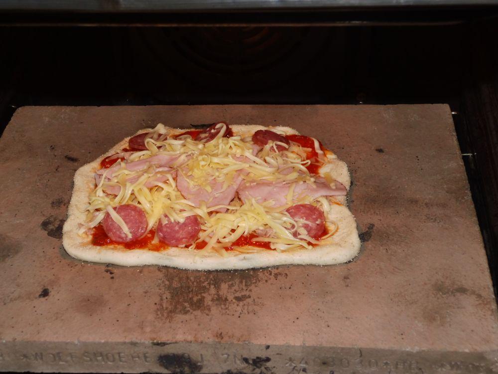 15_Pizza2_im_Ofen.jpg