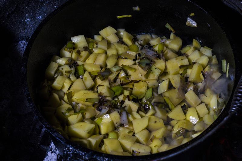 170221_Kartoffelsuppe_Dutch_Oven_14.jpg