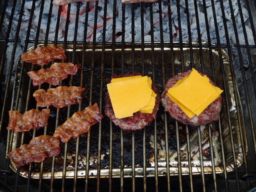 17_Baco+Burger_mit_Cheddar.jpg