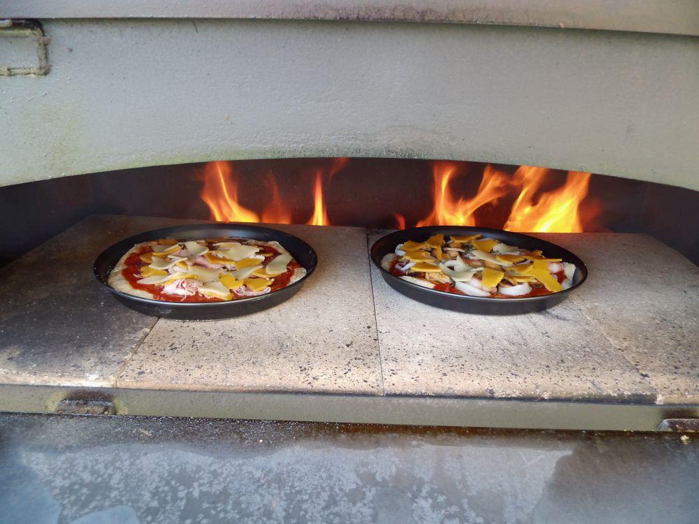 17_Pizza_im_Ofen.jpg