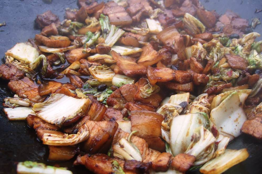 18 - Fleisch und Gemüse zurück in den Wok.jpg