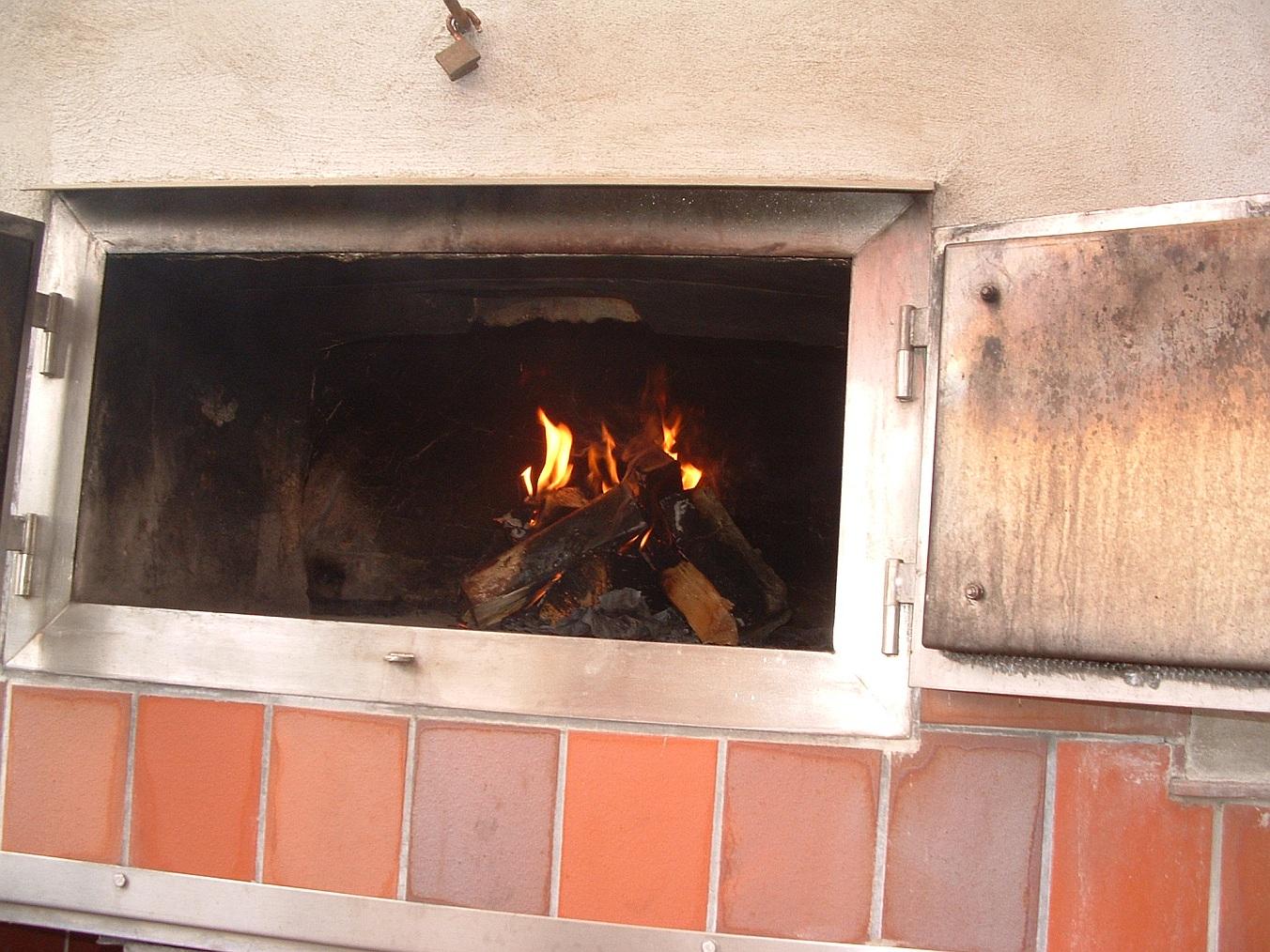 2008-08-24 Ersten Backen in neuen Ofen_2008-08-24 094000.JPG