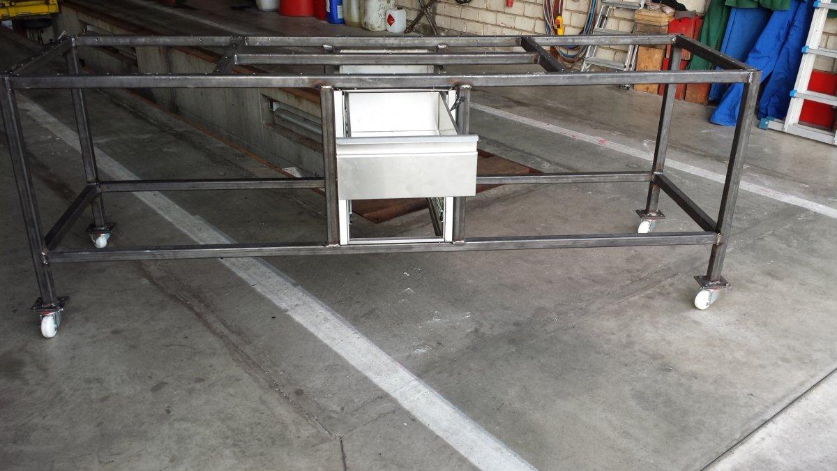 neuer grilltisch entsteht udden tische verabschieden. Black Bedroom Furniture Sets. Home Design Ideas