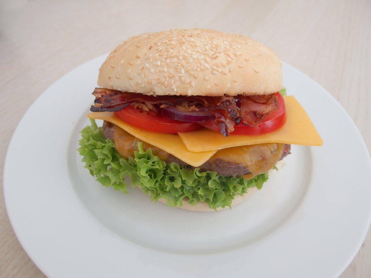 2015-04 burger.jpg