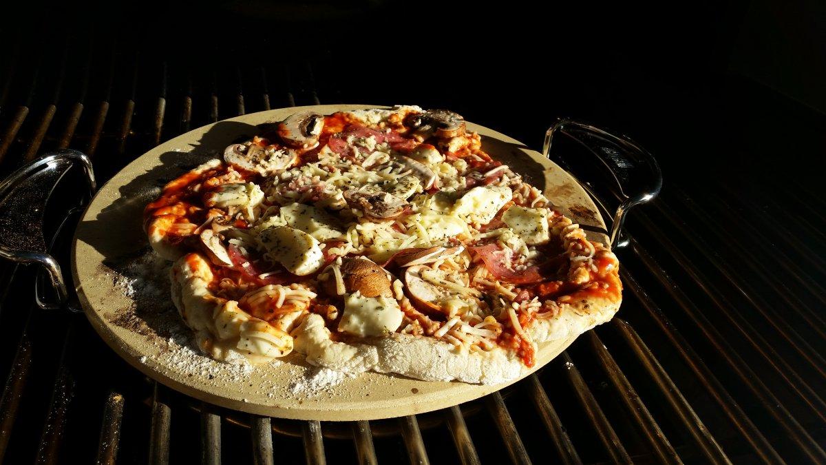 erste pizza auf dem summit grillforum und bbq www. Black Bedroom Furniture Sets. Home Design Ideas
