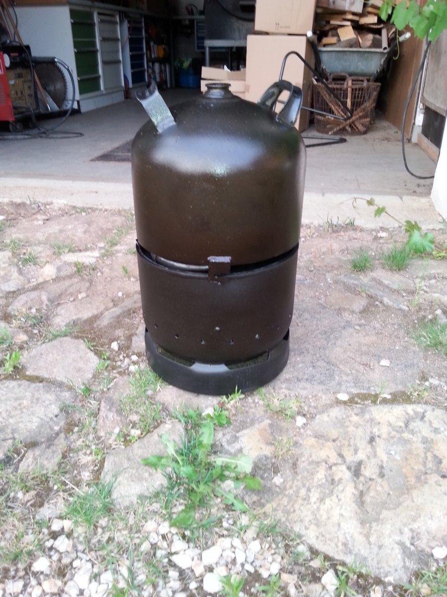 umbau einer 11kg gasflasche zu einem grill bzw do untergestell grillforum und bbq www. Black Bedroom Furniture Sets. Home Design Ideas