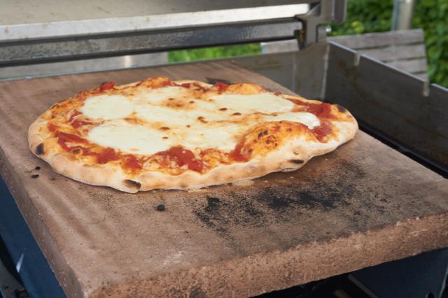 pizza auf gasgrill seite 2 grillforum und bbq. Black Bedroom Furniture Sets. Home Design Ideas