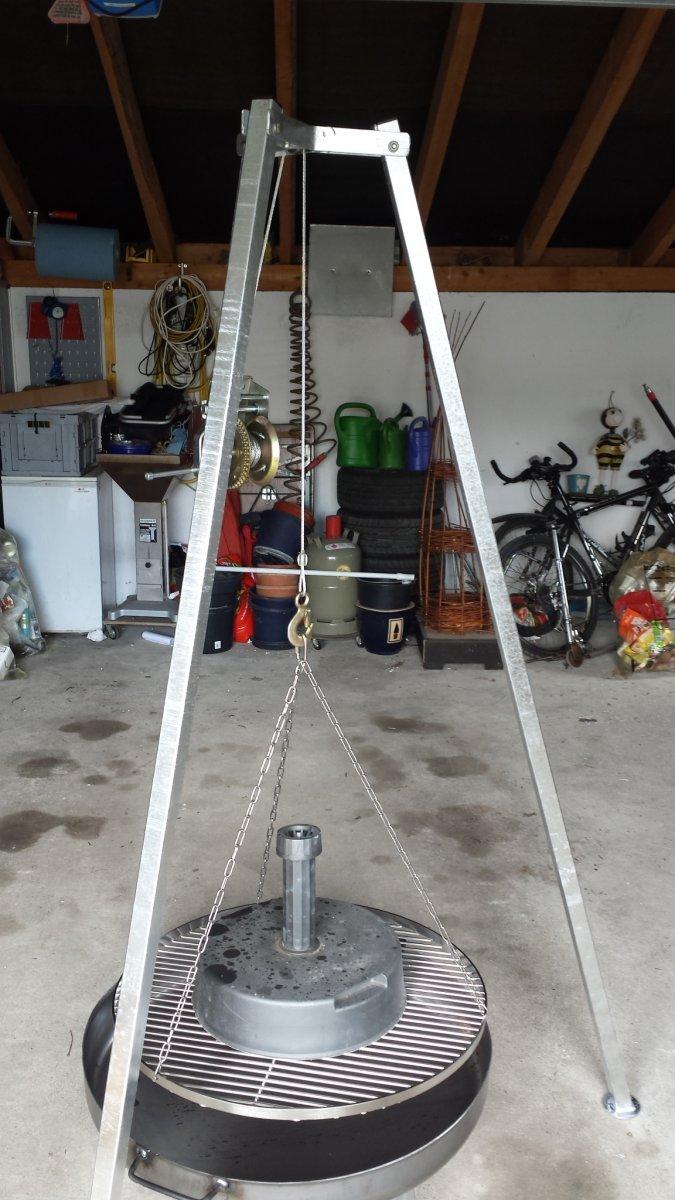 dreibein mit seilwinde flaschenzug selbst bauen schon gemacht grillforum und bbq www. Black Bedroom Furniture Sets. Home Design Ideas