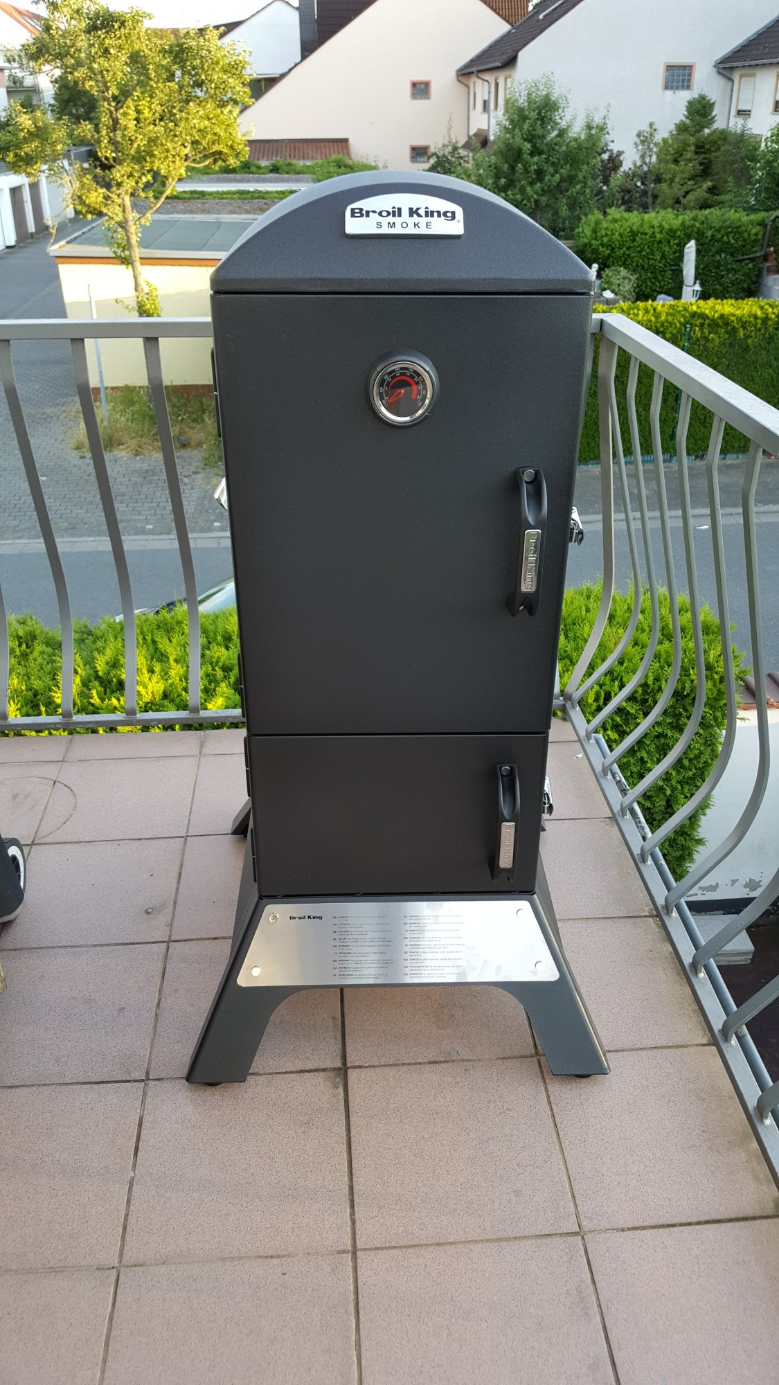 broil king vertical charcoal smoker grillforum und bbq. Black Bedroom Furniture Sets. Home Design Ideas
