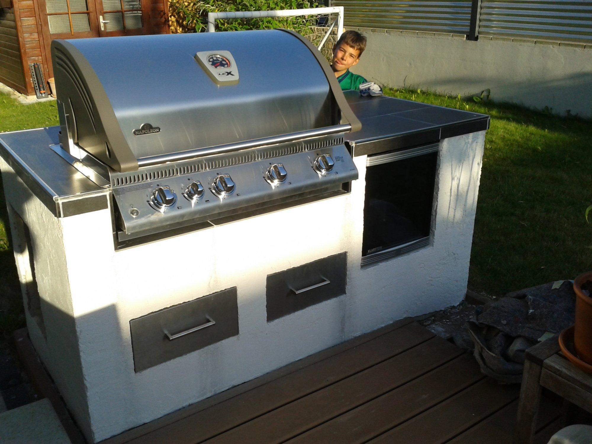 Outdoorküche Napoleon Wiki : Xxl outdoor küche. offene küche ohne hängeschränke amerikanische