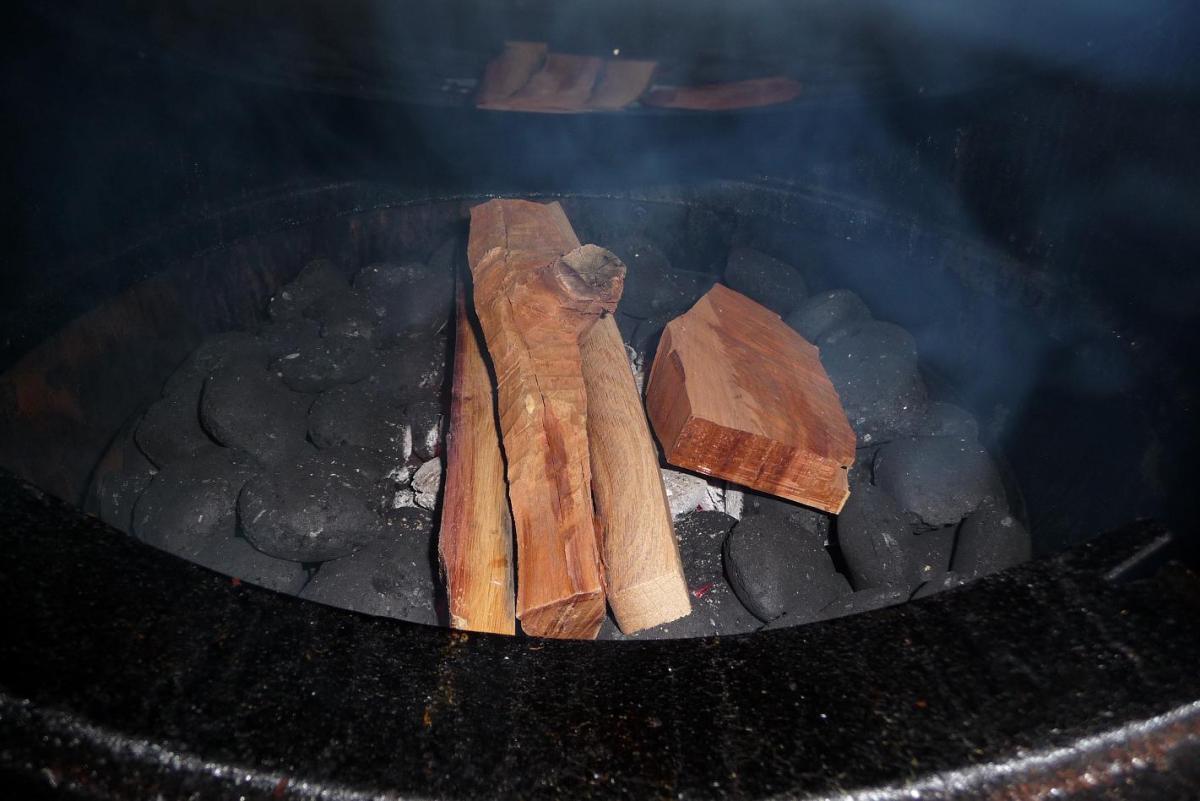 22 Holz auf Kohlen.jpg
