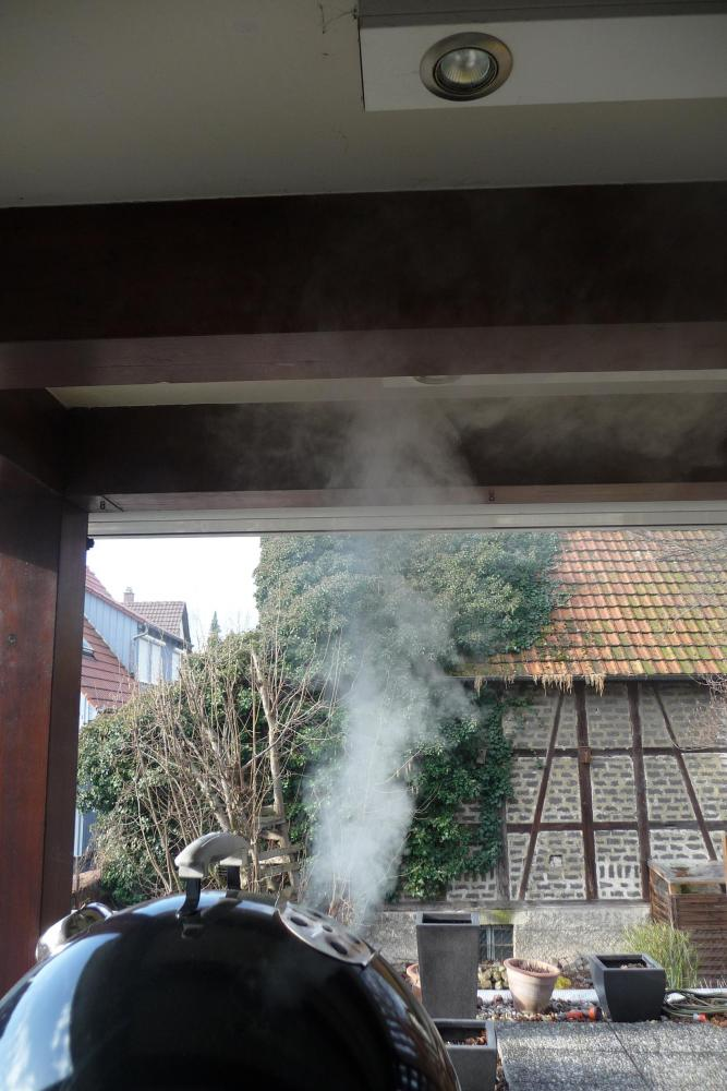 23 Smoker raucht.jpg