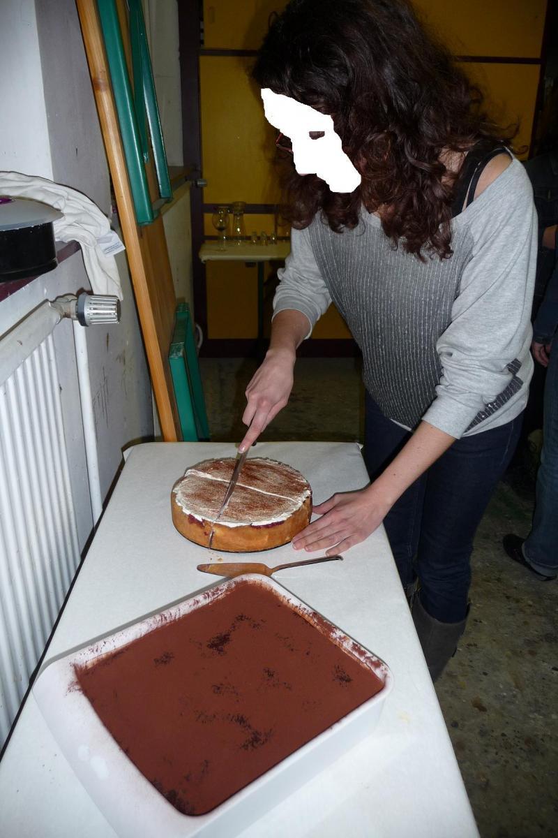 24 Anschnitt Kuchen.jpg