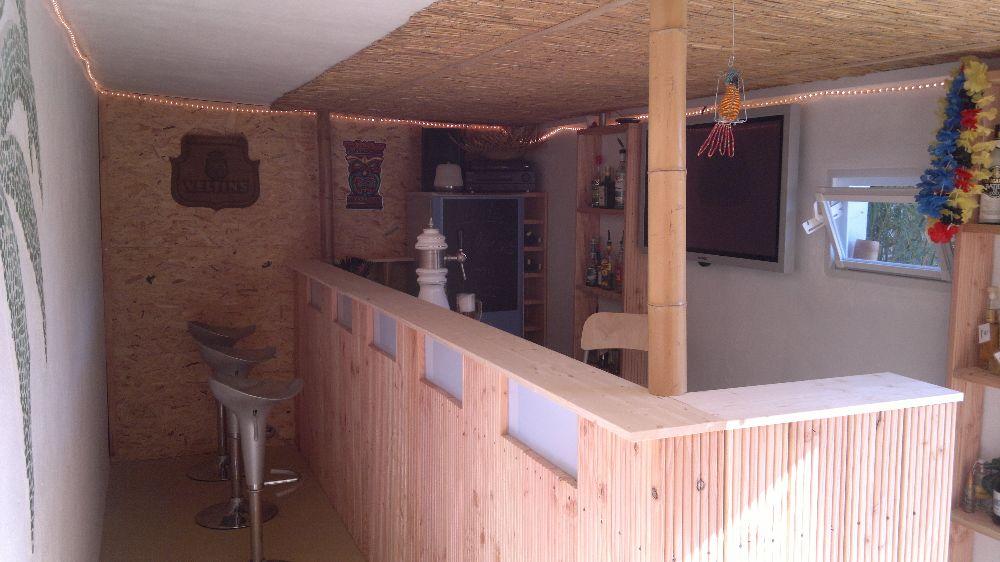 Gartenbar aus Holzpaletten mit Überdachung