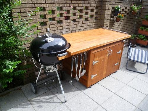 kreuzung aus grilltisch grillwagen grillschrank f r. Black Bedroom Furniture Sets. Home Design Ideas