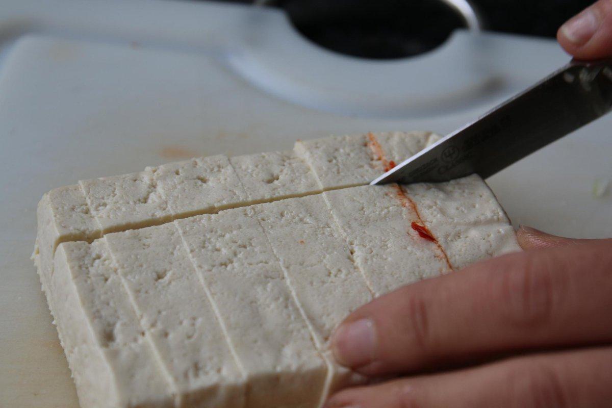 3 Tofu schneiden.JPG