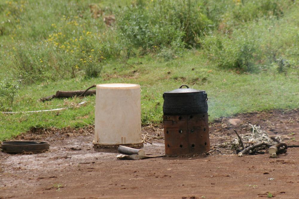 35 Lesotho Potje mit Kamin.jpg