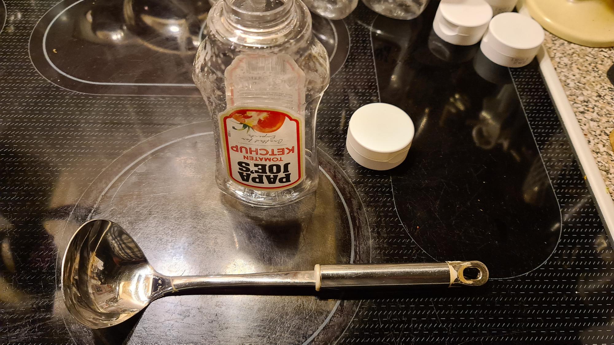 36 - Ketchup-Flaschen.png