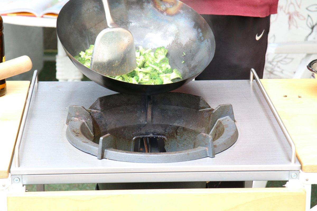 4 Brokkoli wokken.JPG