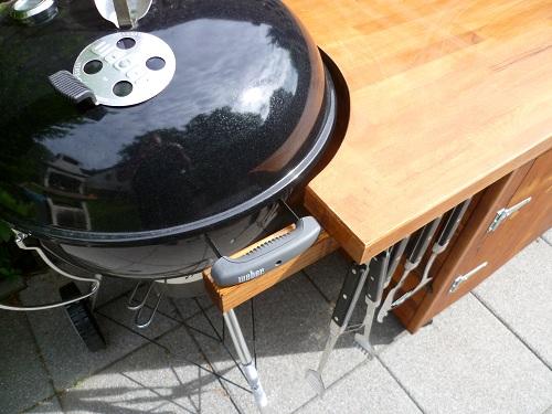 Outdoor Küche Weber Kugelgrill : Kreuzung aus grilltisch grillwagen grillschrank für einen 57er