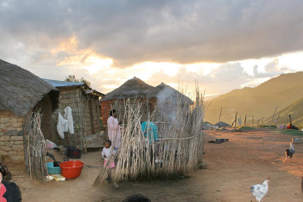 41 Lesotho Ribaneng Cooking Hut 2.jpg