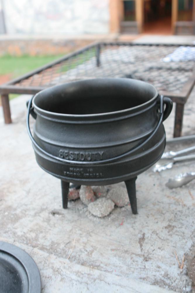 45 Lesotho Malealea Braai Potjeko.jpg