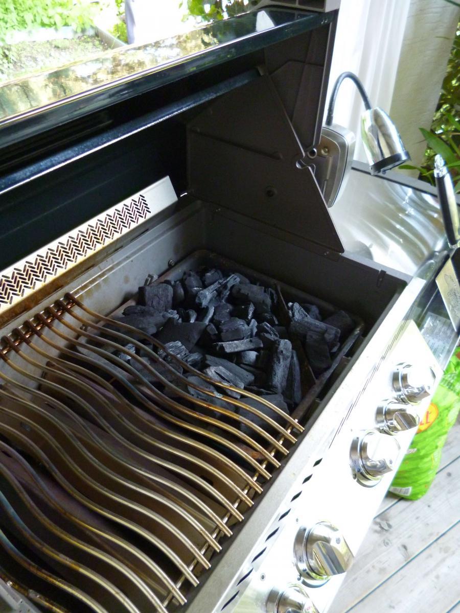 napoleon prestige 500 schwarze ausf hrung grillforum und bbq. Black Bedroom Furniture Sets. Home Design Ideas