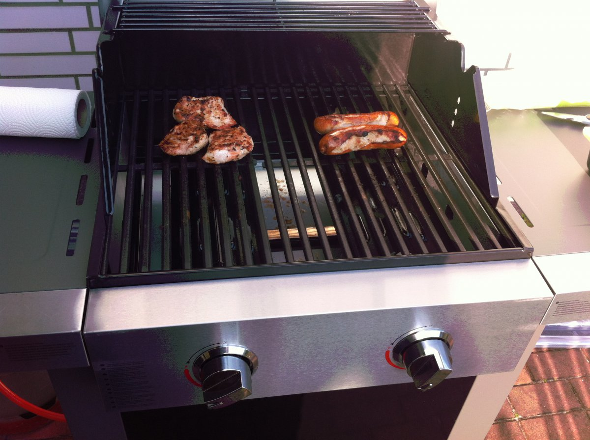 Jamie Oliver Gasgrill Home Test : Jamie oliver home gas grill gasflammen seite grillforum