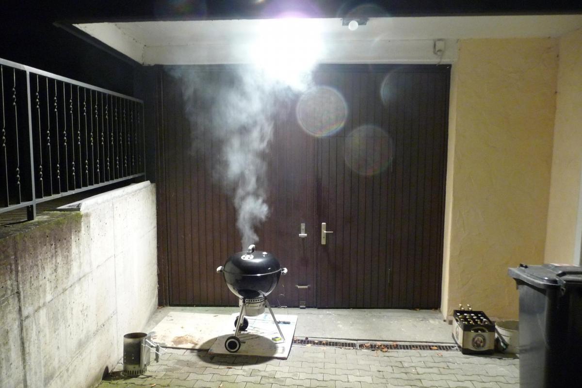 9 Grill raucht.jpg