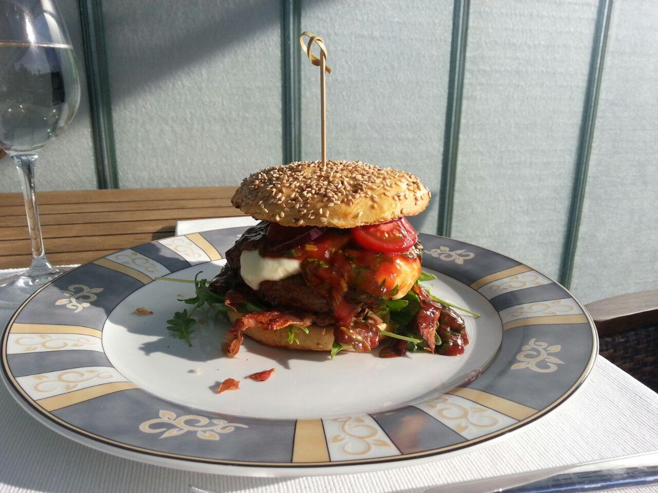Altobelli-Burger (1).jpg